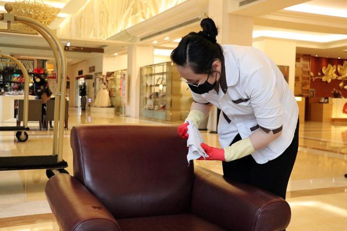 ▲酒精建議還是使用在手部消毒或公共區域與家具等較為合適。(圖/ Nownews 資料畫面)