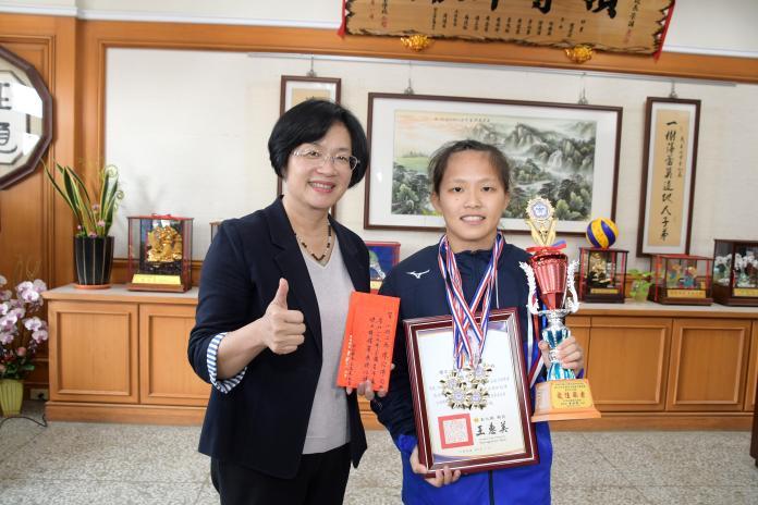 影/二林工商學子 全國健力錦標賽打破3項全國紀錄