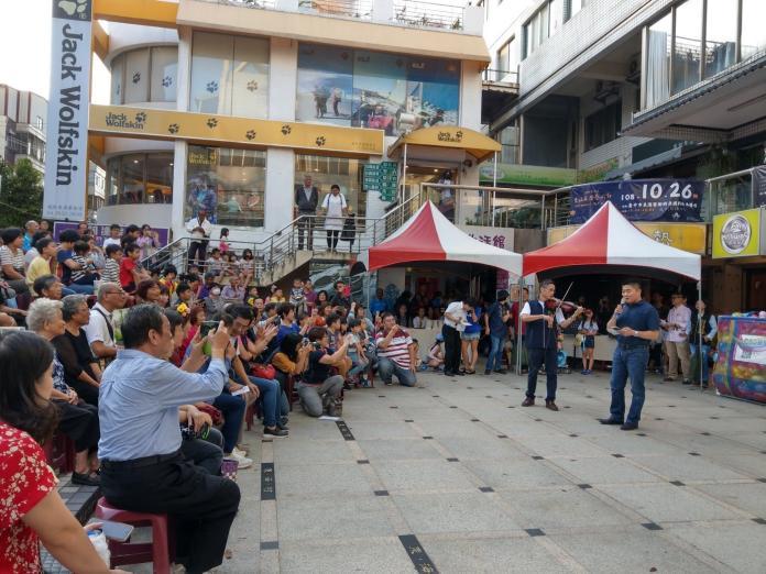 <br> 現在理想國社區內辦的活動,居民與店家都非常熱情參與。 (圖/毛晴攝)