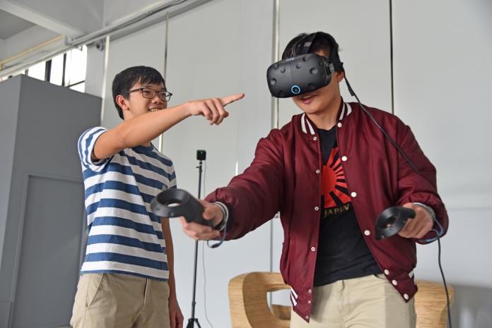 最高檔的居家隔離!華梵大學提供VR眼鏡、修課獎學金
