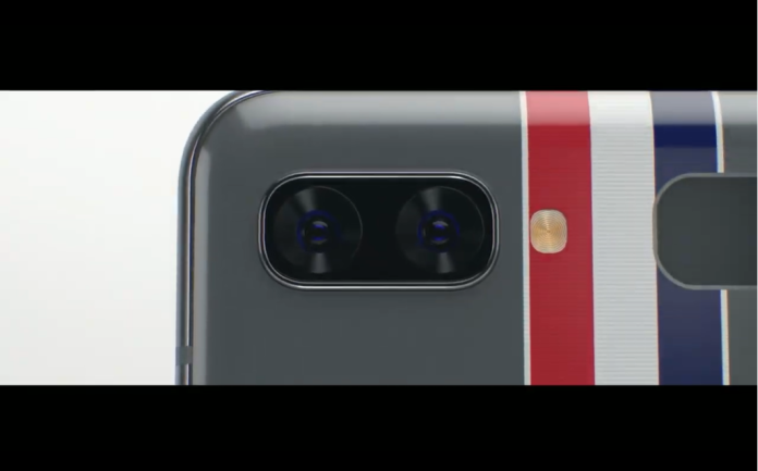 <br> ▲三星發表Galaxy Z Flip與Thom Browne聯名款「Galaxy Z Flip Thom Browne Edition」。(取自「三星Galaxy Unpacked 2020」發表會直播)