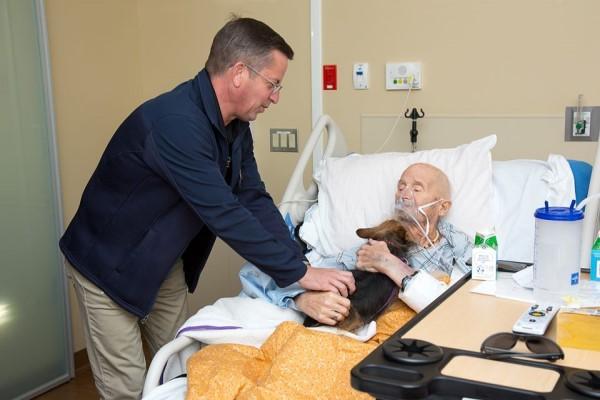 <br> 經過醫院與動物福利組織的幫忙,讓約翰終於能再見帕奇一面(圖/FB@Albuquerque Animal Welfare)