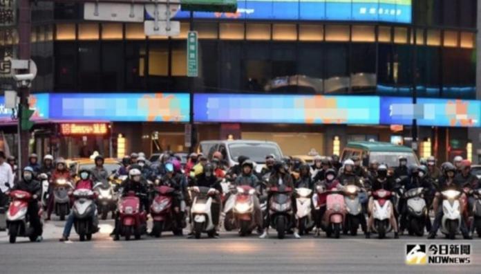 ▲台灣機車族眾多,找停車格令不少民眾困擾。(圖/ NOWnews 資料照)