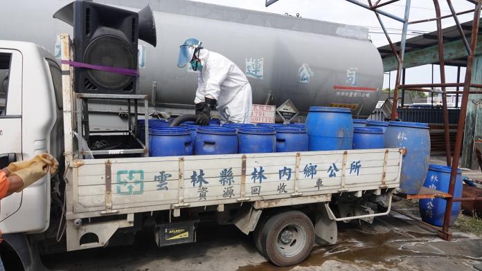 <br> ▲17噸消毒(漂白)水,濃度為12%,至少稀釋240倍以上(調成濃度0.05%)來簡易消毒。(圖/記者蘇榮泉攝,2020.02.12)