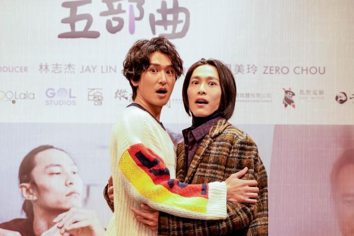<br> ▲邵翔(左)和田士廣重現片中驚嚇畫面。(圖/GagaOOLala提供)