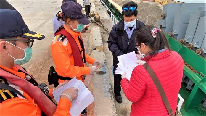 防疫總動員 澎海巡尖山碼頭嚴格執行貨物監管工作