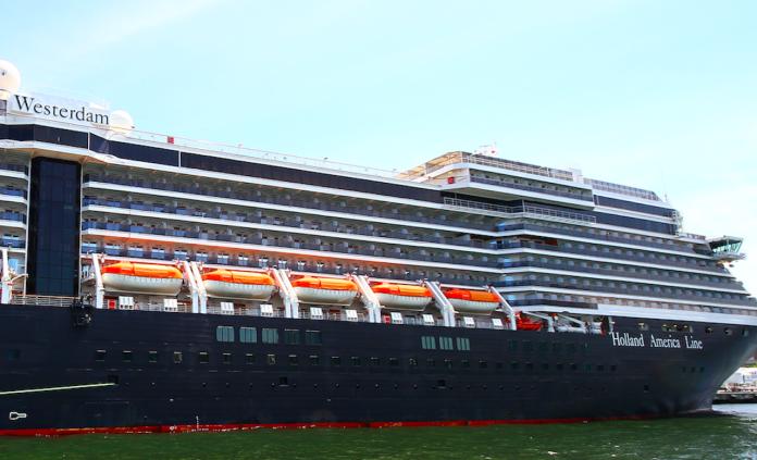 中央流行疫情指揮中心今(13)召開記者會,指揮官陳時中表示,威斯特丹號乘客船員,非本國籍不得入境不得轉機。(圖片翻攝自網路)
