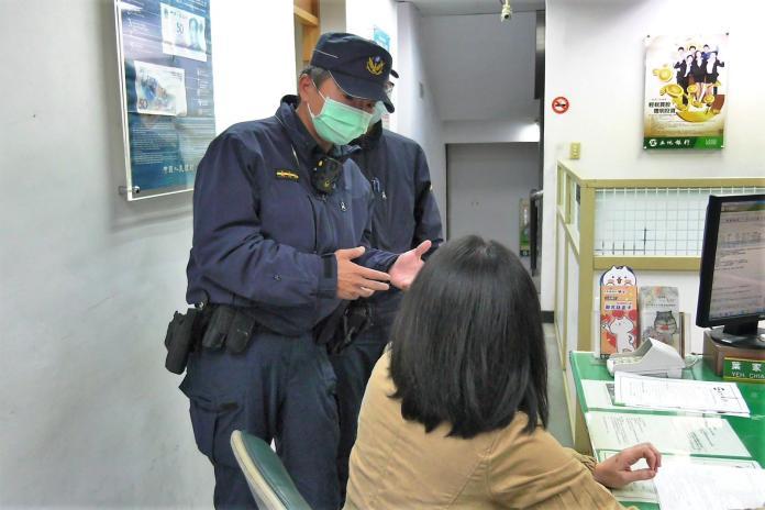 員警前往銀行勸阻婦人