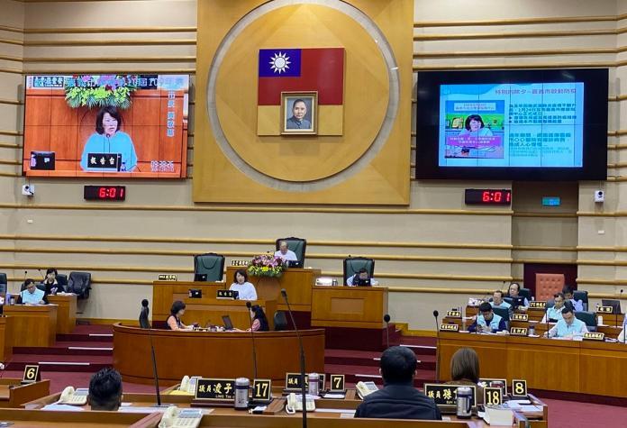 嘉義市長黃敏惠帶領市府團隊在市議會,提武漢肺炎防疫應變專題報告。