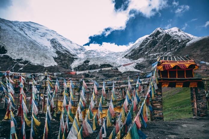 ▲中國大陸西藏自治區為了避免遊客來訪,制定凡入境必須隔離的規定。(示意圖/取自 Unsplash )