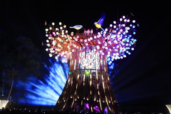 ▲台灣燈會2月23日閉幕,當晚長達8分鐘、全台規模最大800台無人機終場展演。 (圖/柳榮俊翻攝2020.2.20)