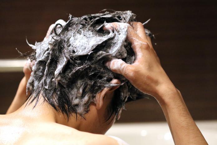 ▲近日營養師高敏敏提到,現代人落髮的比例真的是越來越高,她並分享了正確的洗頭方式,同時傳授「頭皮最重要的4大基底」。(示意圖/取自photoAC)
