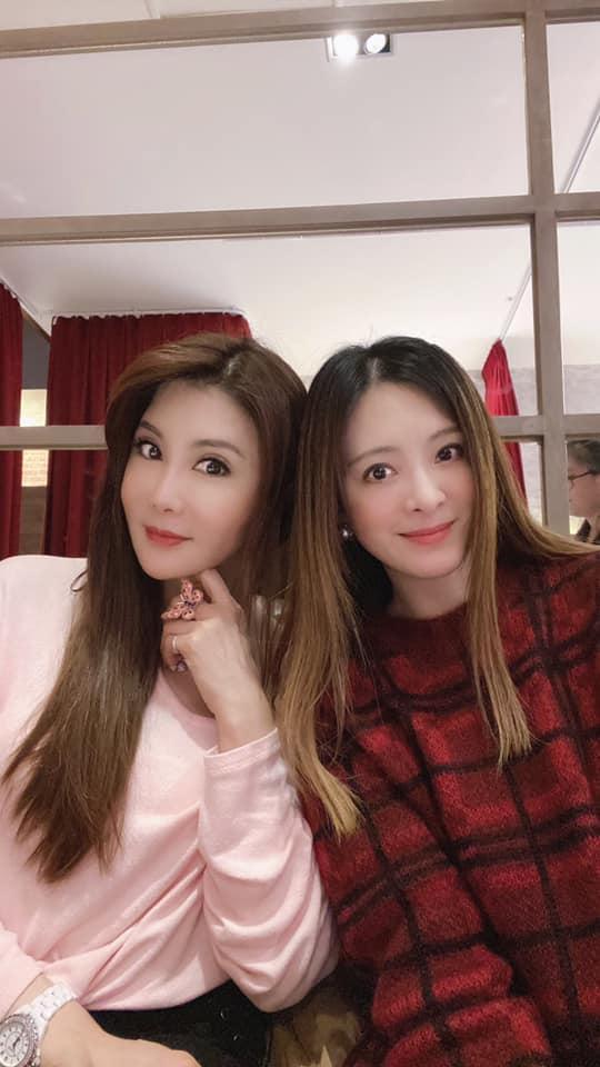 ▲楊麗菁(左)與劉真相識近20年,關係親如姊妹。(圖/劉真臉書)