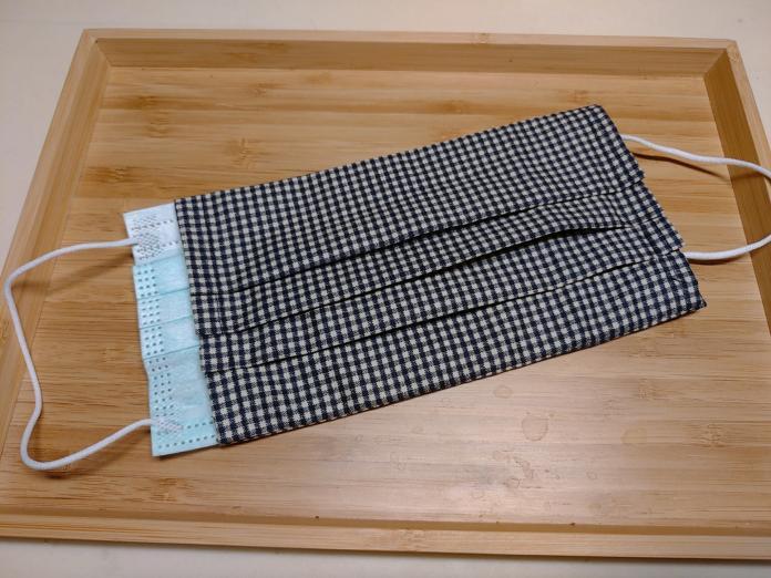 <br> ▲「口罩外套」是用一層布將口罩包住,減少內層污染丟棄的頻率。(圖/翻攝自臉書)