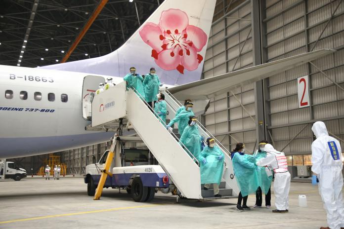 第二批武漢台人包機今晚返台 國軍化學兵待命消毒防疫