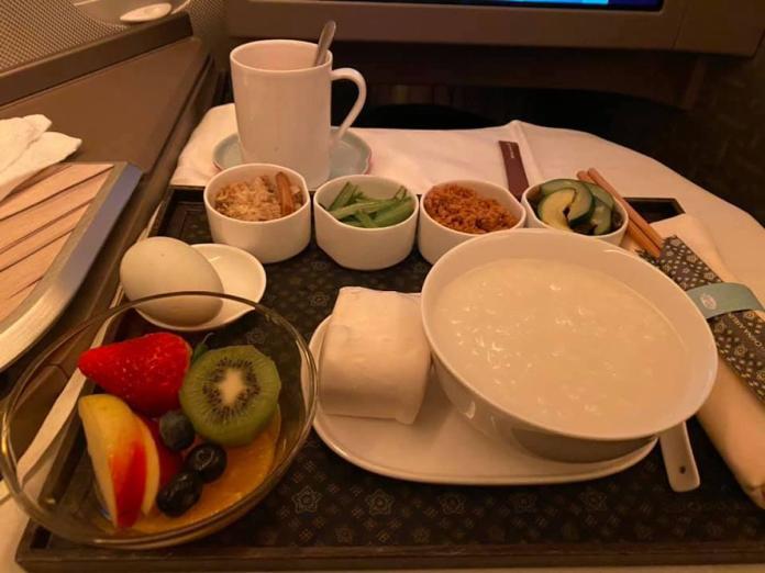飛機餐「1料理」害慘乘客!尷尬舉動笑翻眾人:想包機?
