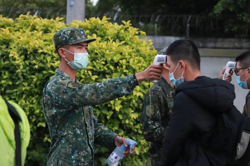 疫情三級警戒 國防部:雙北部隊17日起異地辦公