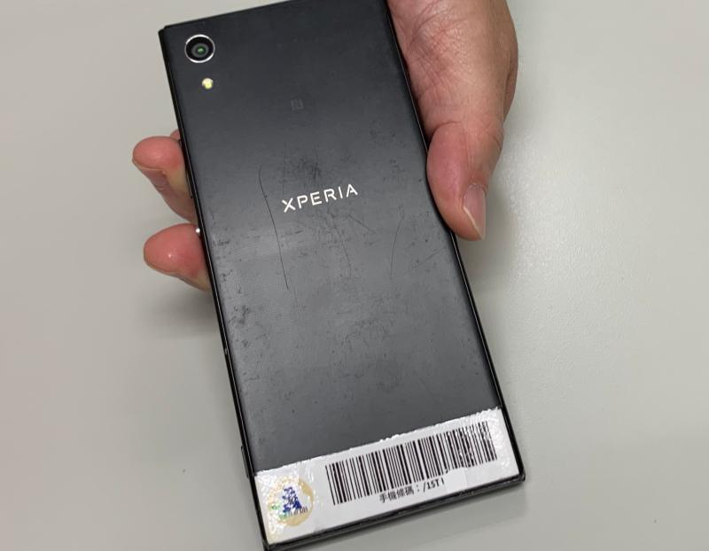 ▲使用手機條碼儲存發票,專家提供小撇步,可以把手機條碼印出來,貼在手機後面,消費結帳時不用開啟APP更方便快速。(圖/記者顏真真攝)