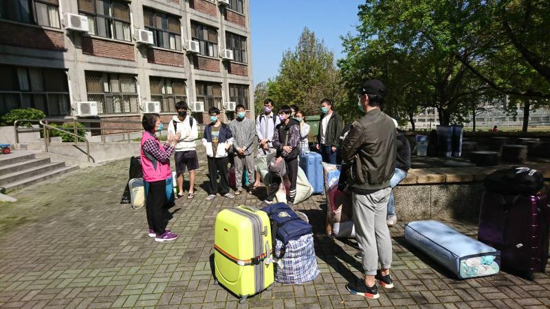 居家檢疫解除 竹市138名大學港澳生開心上學去