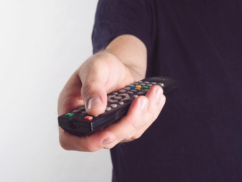 為何「電視<b>遙控器</b>」大多都是黑色?行家神解:長知識了!