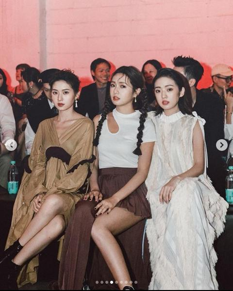 <br> ▲簡婕(右)是藝人簡廷芮(中)的姐姐,左為小妹簡廷倪。(圖/翻攝簡婕IG)
