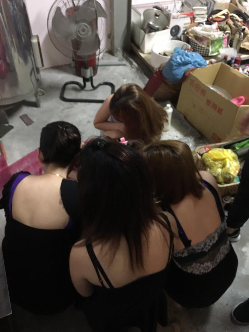 <br> ▲現場查獲5名越南籍女子。(圖/記者陳聖璋翻攝)