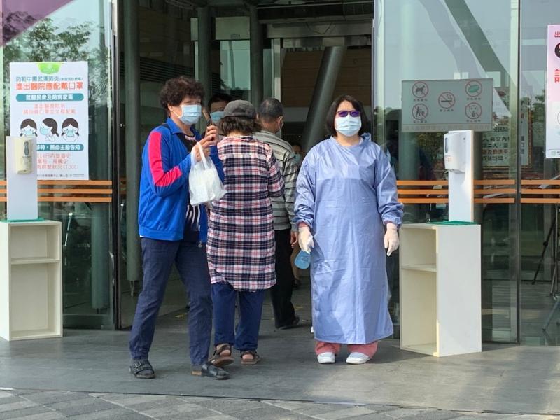 防範武漢肺炎疫情,嘉義長庚醫院除了消毒防制外,將全面管制人員進出。