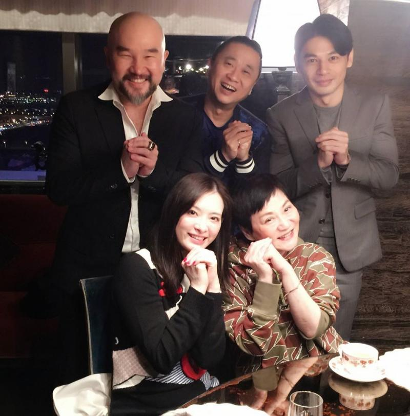▲辛龍(後排左一)希望用自己的生命換劉真(前排左一)的生命。(圖/翻攝辛龍臉書)