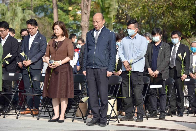▲高雄市長韓國瑜今(28)日循往例,參加在228和平公園舉辦悼念活動。(圖/高市府提供)
