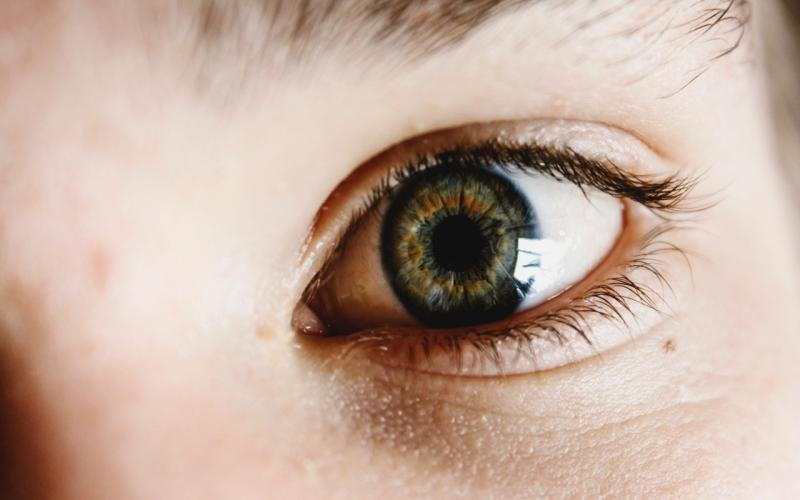 ▲中國大陸近日研究發現,引起武漢肺炎的新型冠狀病毒,也會造成眼睛感染而發炎。示意圖非本人。(圖/ Unsplash )