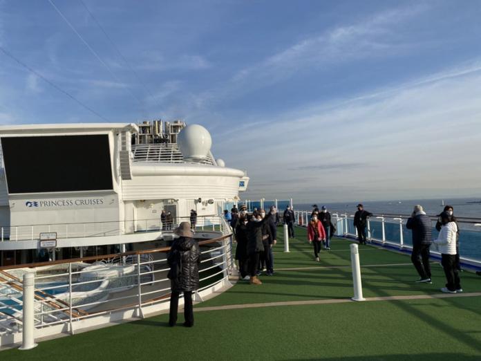 鑽石公主號橫濱外海檢疫 內艙客不見陽光心慌慌