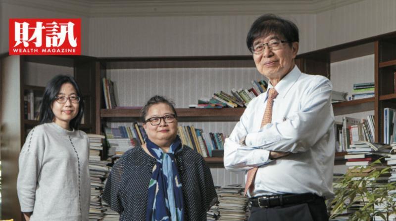 ▲健保署署長李伯璋(右)的資訊團隊在這次資訊防疫戰中扮演最關鍵的資料介接角色。(圖/財訊雙週刊提供)