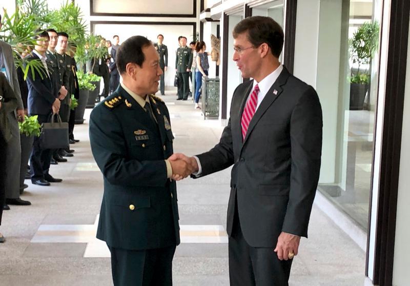 ▲中國國務委員兼國防部長魏鳳和,與美國國防部長艾斯培。資料照。(圖/美聯社/達志影像)