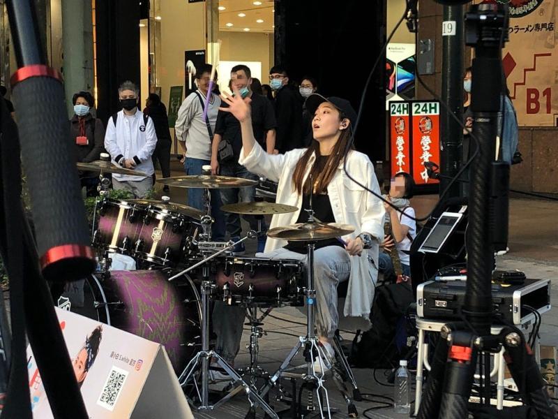 獨/武漢肺炎非常時期 25歲女星工作遭砍「沒罩」表演