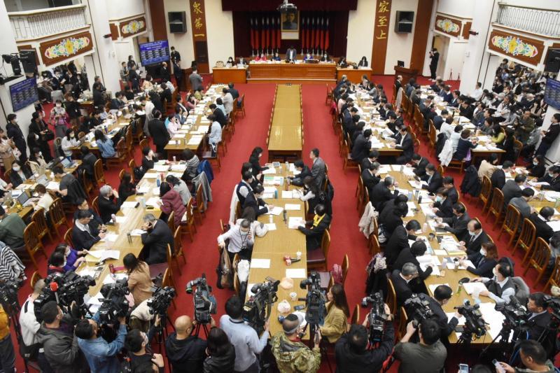 六委員會聯席審查紓困預算 95名立委排隊等質詢