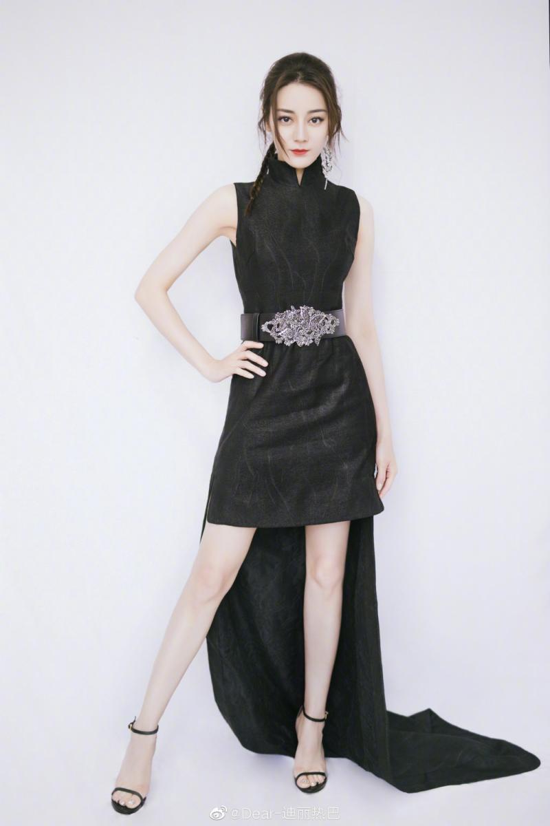 迪麗熱巴「素顏比化妝好看」 曝養出好膚質、細長腿秘訣