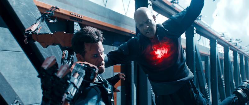 ▲馮迪索(右)在片中是超級英雄。(圖/双喜)