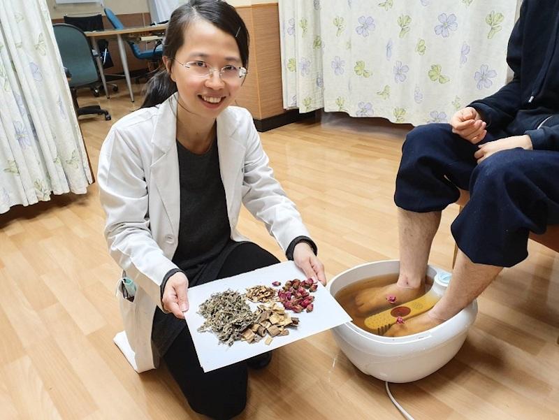 提升免疫力防肺炎 <b>長庚</b>中醫師提供足浴建議