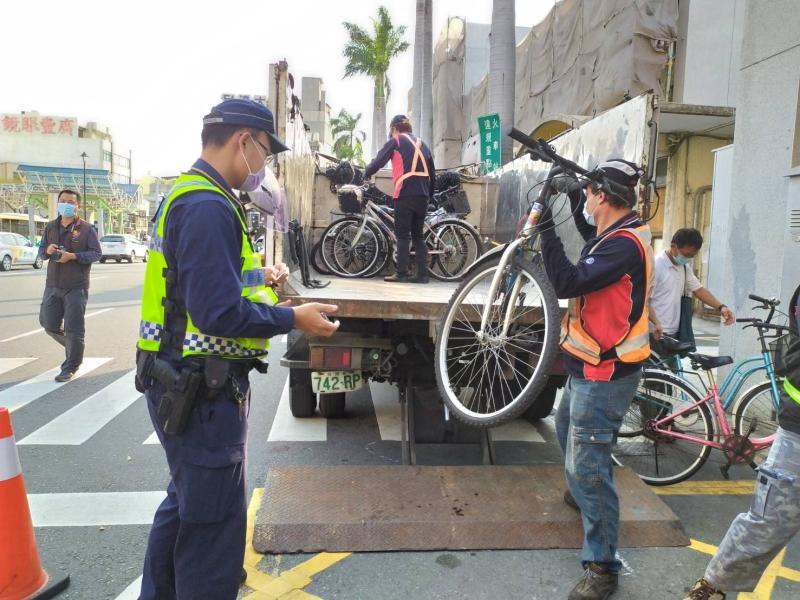 清除違停腳踏車