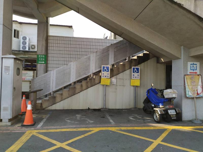 <br> ▲清除違停腳踏車後,彰化火車站前空間恢復原先寬敞。(圖/記者葉靜美攝,2020.03.09)