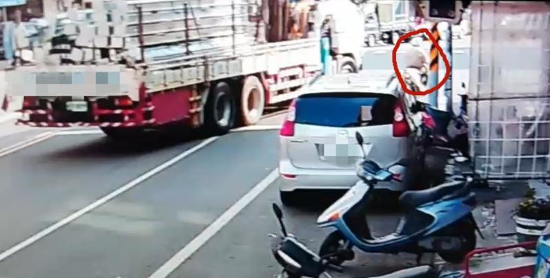 「<b>內輪差</b>」奪命? 台南學甲9旬翁捲入車底慘死
