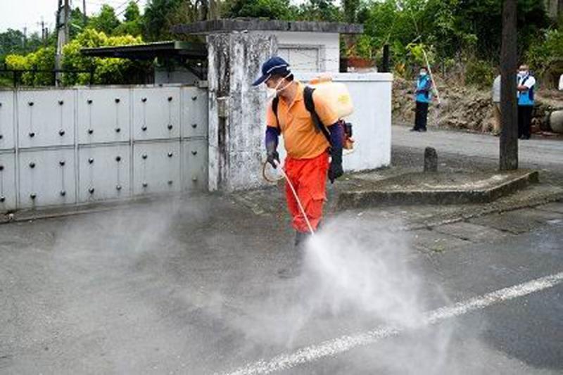 宜蘭縣政府對員山檢疫所周邊環境進行消毒
