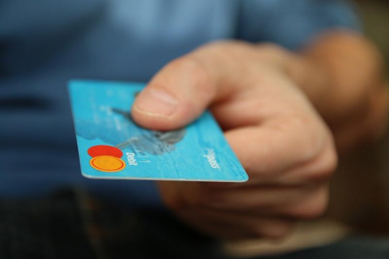 出社會還用「簽帳卡」不太好?用戶逆風神分析:很有道理
