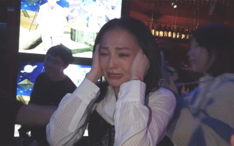 ▲張韶涵在短短幾秒鐘內順利飆出眼淚。(圖/翻攝張韶涵微博)