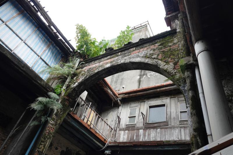 <br> ▲鹿港的十宜樓是一座連結兩側房舍的跑馬樓,十宜樓天井。(圖/記者陳雅芳攝,2020.03.13)