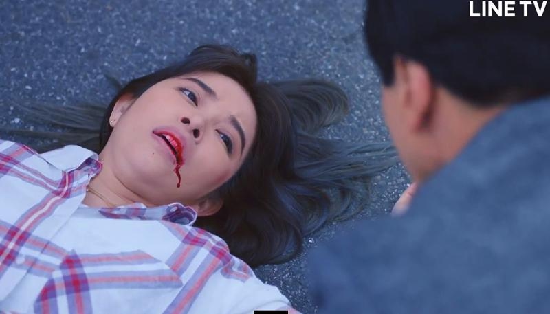 <br> ▲許維恩劇中遭撞吐血。(圖 / LINE TV提供)