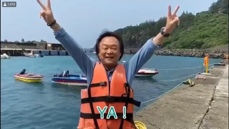 民進黨台北市議員王世堅兌現承諾,在蘭嶼「跳海」。(圖/翻攝王世堅臉書)
