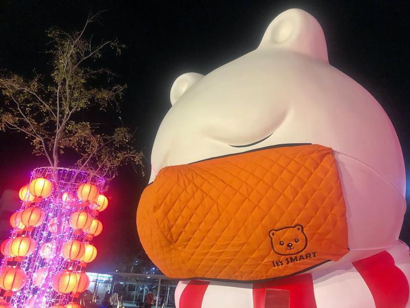 沉睡大白熊口罩定期換 時尚暖橘登場
