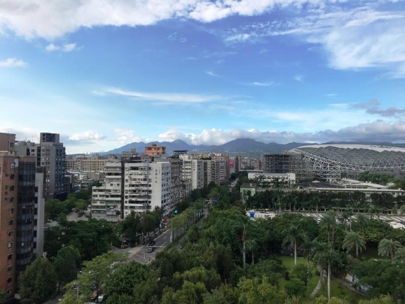 房市/疫情、股災雙打擊 台灣自住需求撐房市