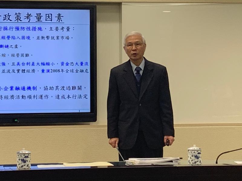 央行降息再釋2千億助中小企業 楊金龍:比台版QE更有效